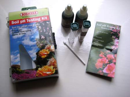 How to use a soil pH test kit - the contents of a typical kit