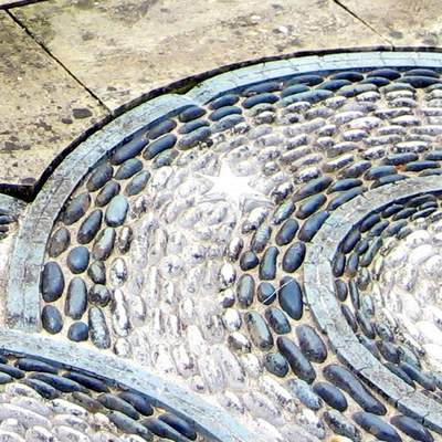 Contrasting Cobble Patio